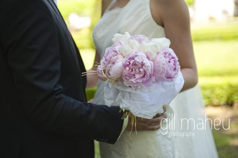 close up on Peony pivoine bouquet at Hotel Saint Pères by Gill Maheu Photography, photographe de mariage