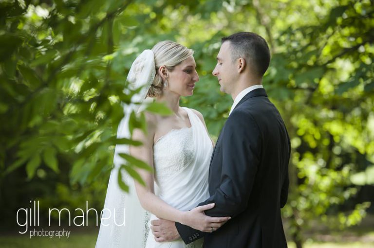 first look of bride and groom in the gardens of Hotel Saint Pères by Gill Maheu Photography, photographe de mariage