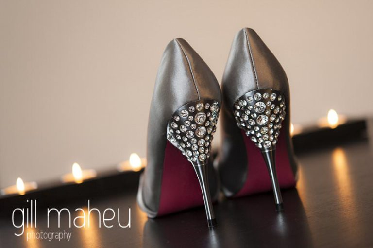 wedding detail wedding gunmetal grey shoes before La Bastille, Grenoble winter wedding by Gill Maheu Photography, photographe de mariage