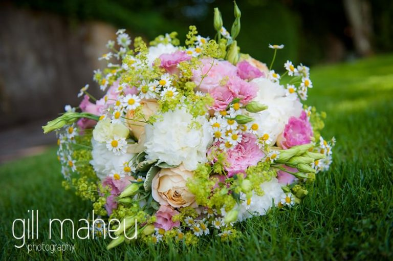 wedding details of beautiful wedding bouquet at Baron le Tavernier Chexbres civil wedding by Gill Maheu Photography, photographe de mariage