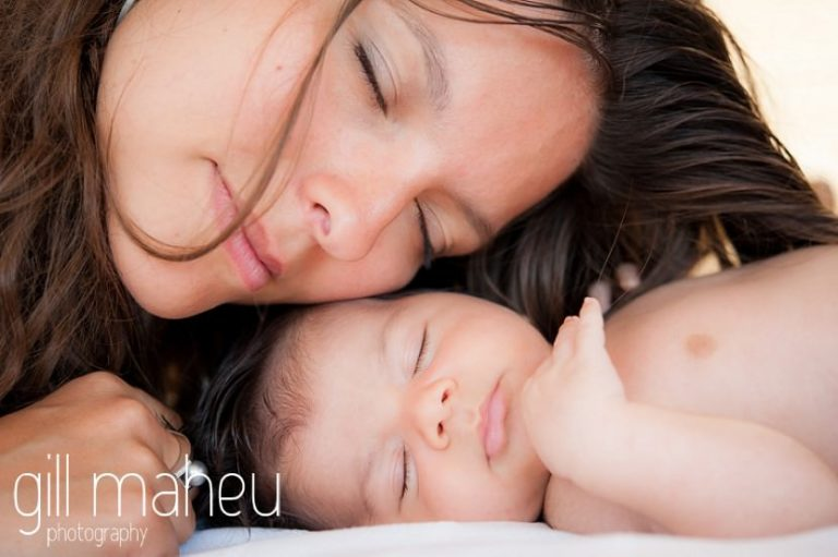 mother and new baby head to head with eyes closed during new baby new family portrait session in Annecy by Gill Maheu Photography, photographe de bébé et famille