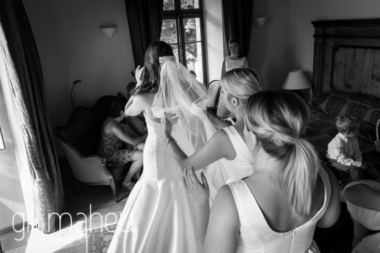 black and white photo of bride and bridesmaids during wedding preparation in bridal suite at Abbaye de Talloires, Annecy wedding by Gill Maheu Photography, photographe de mariage