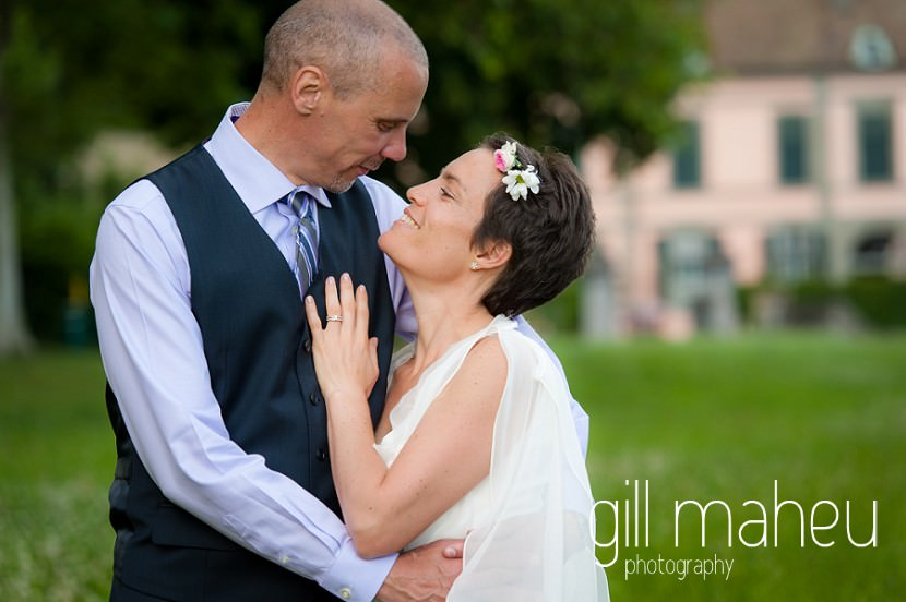 romantic photo of wedding couple kissing in the grounds of the Chateau de Coppet, Geneva wedding by Gill Maheu Photography, photographe de mariage