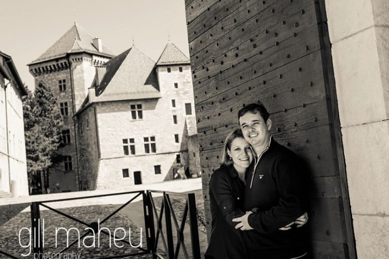 black and white portrait of couple embracing near chateau in lifestyle photo session in the Vielle Ville of Annecy by Gill Maheu Photography, photographe de mariage et de famille