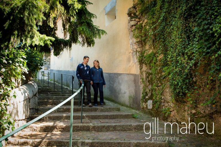 portrait of young couple on stone steps in lifestyle photo session in the Vielle Ville of Annecy by Gill Maheu Photography, photographe de mariage et de famille