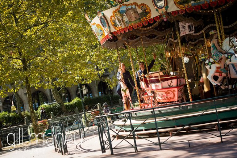 couple on the merry go round on Le Paquier in lifestyle photo session in the Vielle Ville of Annecy by Gill Maheu Photography, photographe de mariage et de famille