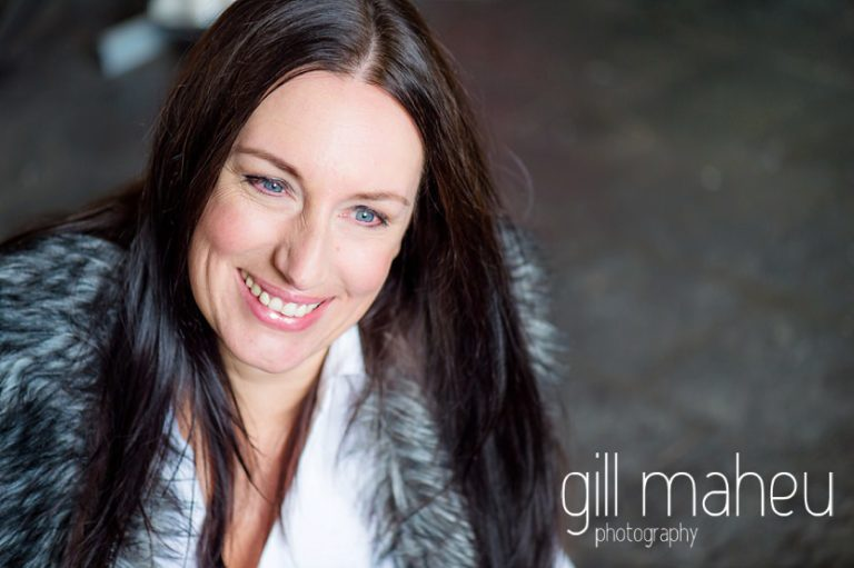 close up colour portrait at natural relaxed headshot and branding photography session for young woman entrepreneur by Gill Maheu Photography, photographe de headshot et portrait