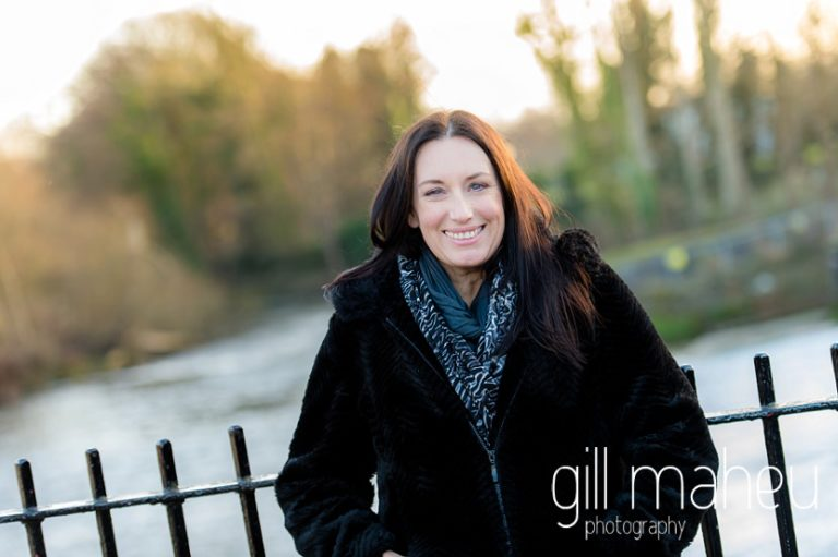 portrait of young woman entrepreneur in front of river at natural light relaxed outdoor headshot and branding photography session by Gill Maheu Photography, photographe de headshot et portrait