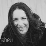 black and white portrait at natural light relaxed outdoor headshot and branding photography session for young woman entrepreneur by Gill Maheu Photography, photographe de headshot et portrait