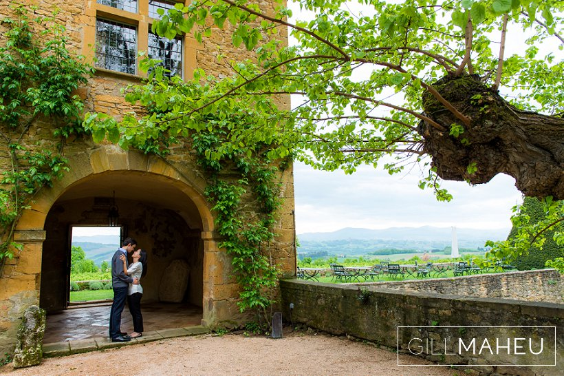 engagement-couple-prewed-pre-mariage-chateau_bagnols-beaujolais-rhone-alpes-gill-maheu-photography-2015_005