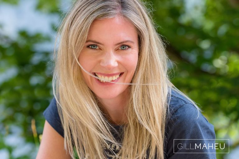 close up portrait of beautiful young mum at summer sun lifestyle photography session in Gimmelwald a mountain village near Bern, Switzerland by Lifestyle photographer Gill Maheu Photography, photographe de famille