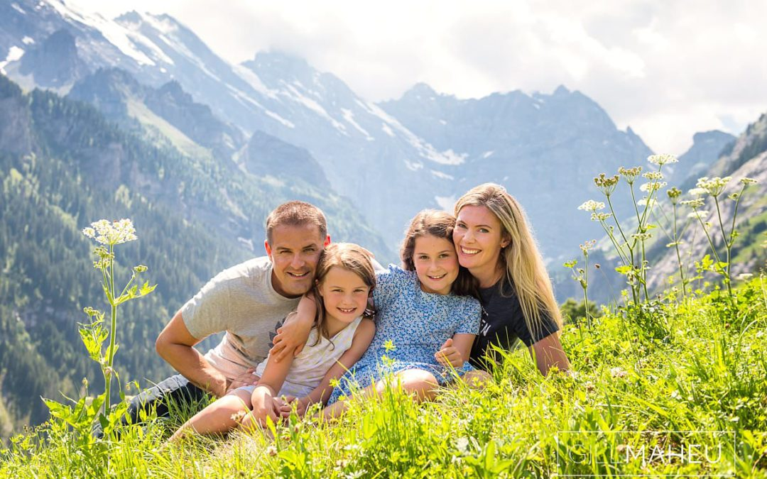 portrait of mum and dad and two daughters at summer sun lifestyle photography session with beautiful young family in Gimmelwald a mountain village near Bern, Switzerland by Lifestyle photographer Gill Maheu Photography, photographe de famille