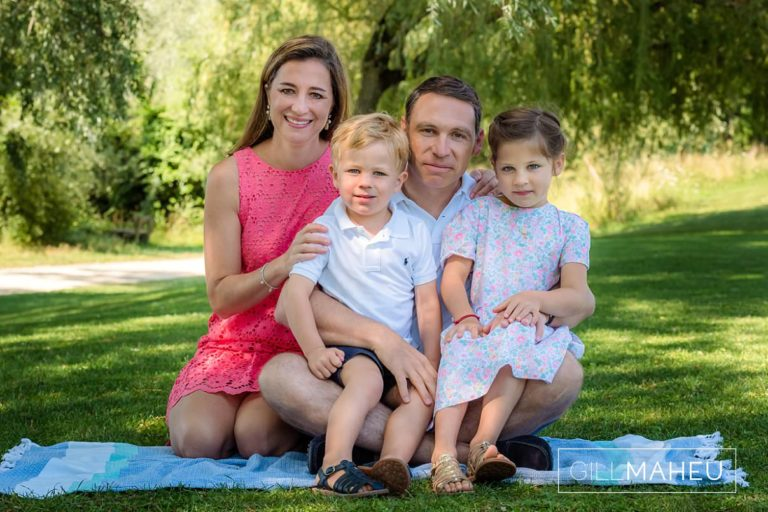 summer sun lifestyle photography session of beautiful young family of four in Lausanne by Lifestyle photographer Gill Maheu Photography, photographe de famille