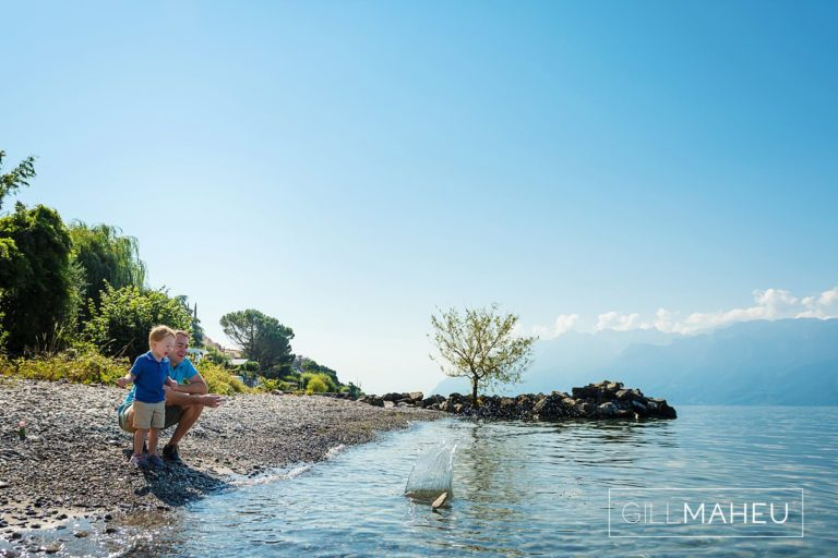 happy young family on the beach at Lac Leman, Lausanne, Switzerland by Lifestyle photographer Gill Maheu Photography, photographe de famille