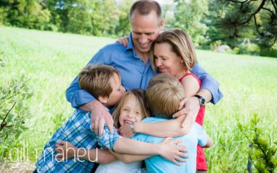 portrait of gorgeous family of five cuddling at home in Geneva Geneve by Lifestyle photographer Gill Maheu Photography, photographe de famille