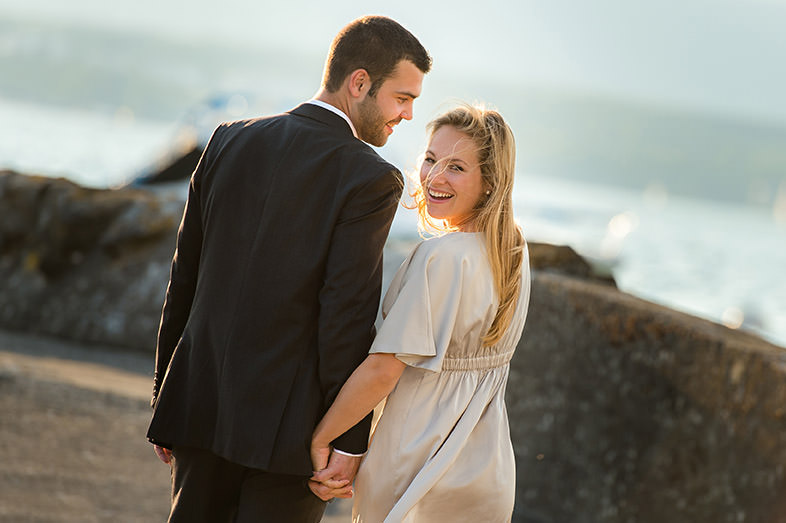 engagement couple in front of Lac Leman near Geneva by Gill Maheu Photography, photographe de mariage