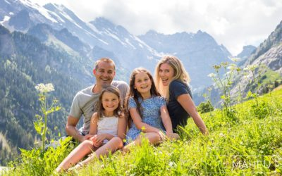 portrait of mum and dad and two daughters at summer sun lifestyle photography session with beautiful young family in Gimmelwald, Switzerland by Lifestyle photographer Gill Maheu Photography, photographe de famille